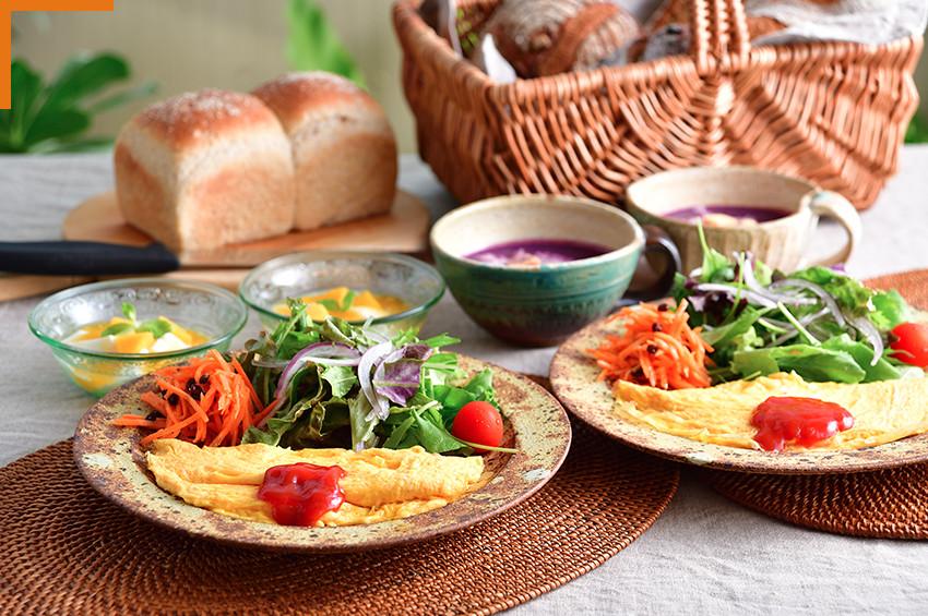 自家菜園のお野菜とやんばるの旬の食材を使った 健康的なお食事をご提供しております。